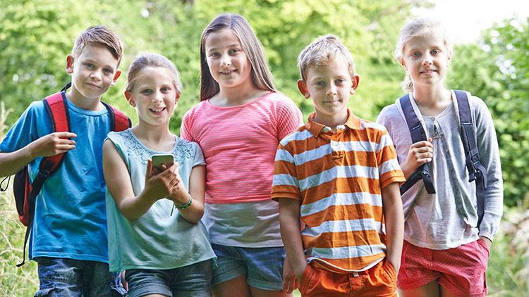Kindergruppe im Freien