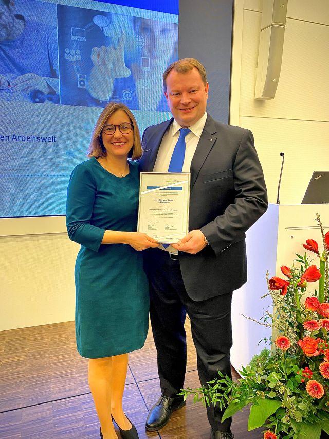 Tina und Ulrich Betzold mit Auszeichnung familiyNET 4.0