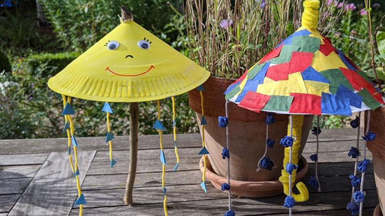 Regenschirme aus Papptellern geklebt und gebastelt mit Bastelkleber von betzold.de.